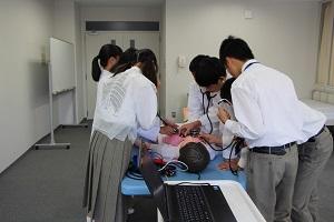 患者シミュレータを用いたバイタルサイン実習