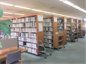 松山大学図書館 書架